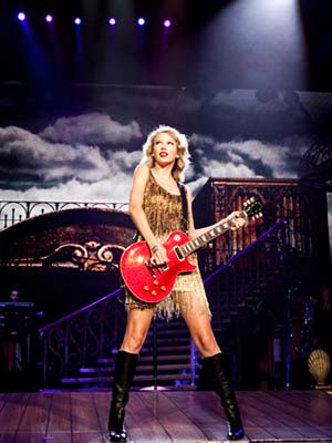 Taylor Swift: Cất Tiếng Hát Taylor Swift: Speak Now World Tour Live.Diễn Viên: Taylor Swift,Jody Harris,Amos Heller