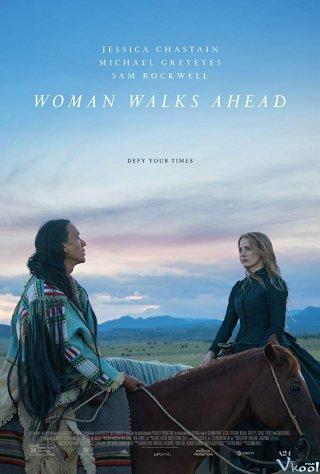 Người Phụ Nữ Đi Đầu Woman Walks Ahead