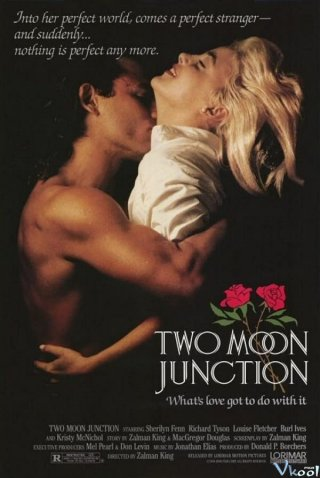 Giao Lộ Mặt Trăng Two Moon Junction
