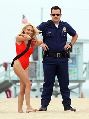 Cùng Trở Thành Cớm Lets Be Cops.Diễn Viên: Nina Dobrev,Jake Johnson,Angela Kerecz