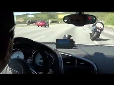 """""""Dựng tóc gáy"""" với màn rượt đuổi tốc độ giữa siêu xe Audi A8 và hai quái xế"""